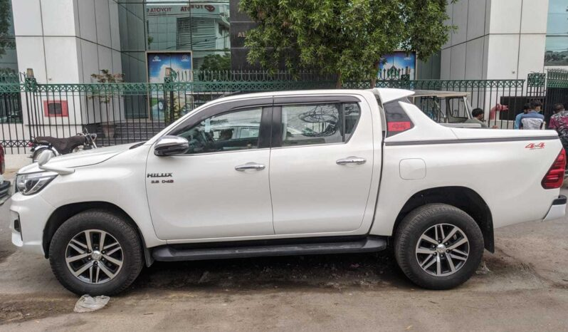 IMMACULATE CONDITION HILUX REVO 4X4 2018, WHITE COLOR, ONLY 55,000KM DRIVEN WITH 6 MONTHS OR 10,000KM WARRANTY ON ENGINE AND GEARBOX. full