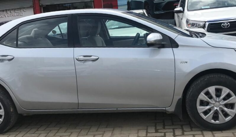 IMMACULATE CONDITION COROLLA GLI AT 2015,MEDIUM SILVER COLOR 95,000KM DRIVEN,WITH 6 MONTHS OR 10,000KM WARRANTY ON ENGINE AND GEARBOX. full